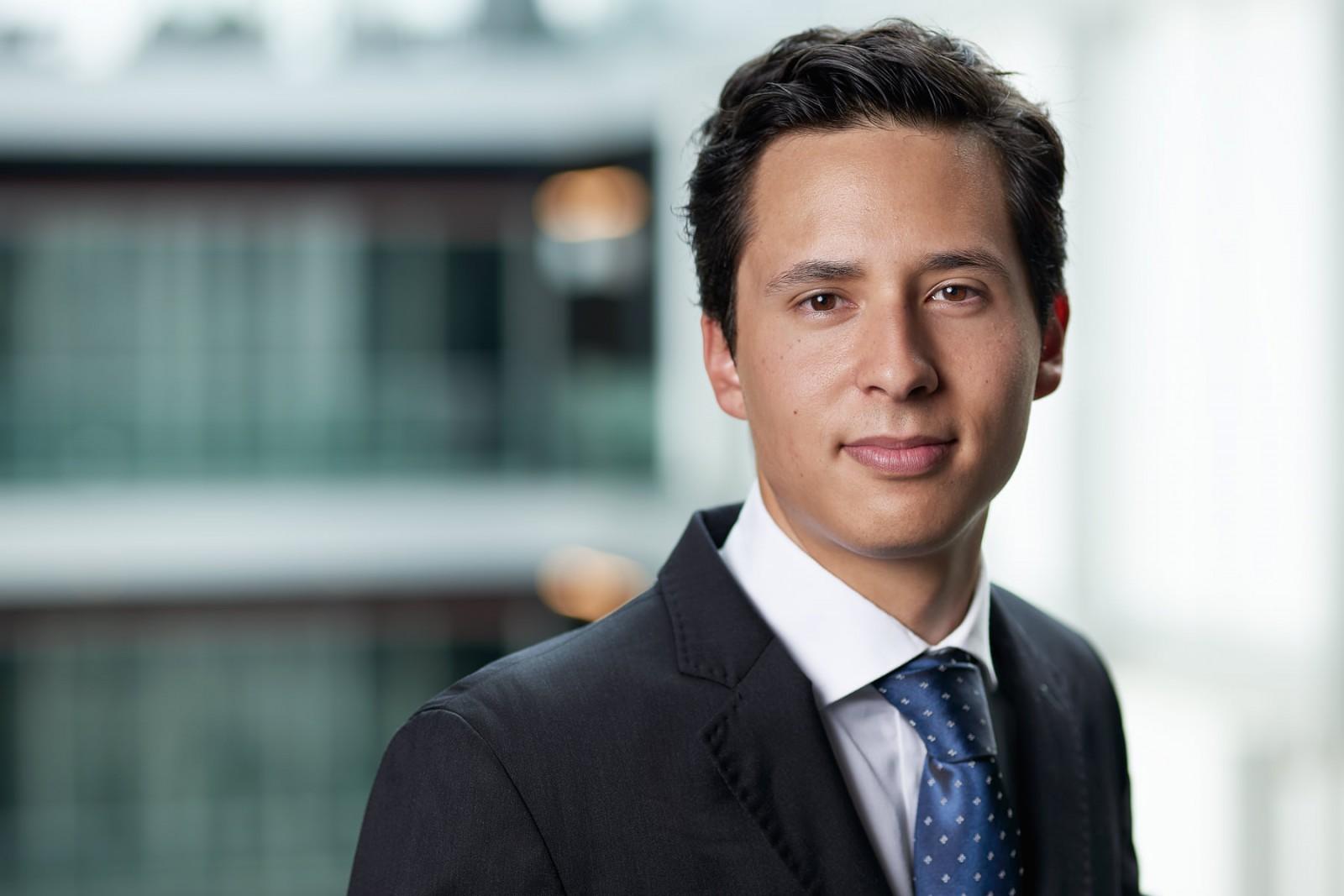 Portrait d'un homme dans une entreprise